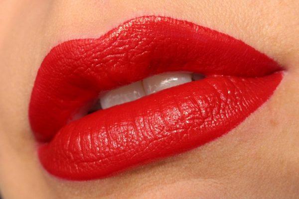 Ruževi za usne crvene boje